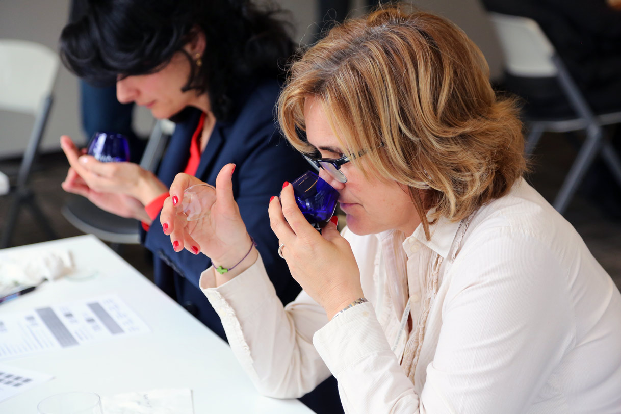 Lina Smith (left) and 2015 NYIOOC Panel Leader Brígida Jiménez Herrera are among the judges at the largest international olive oil competition.